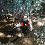 Ricardo otra vez a remojo para rescatar residuos de las acequias que van al Ebro