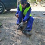 Otro voluntario que necesita cambio de botas al final de la jornada.