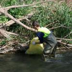 """Esto sí que es """"mojarse"""" por nuestros ríos."""