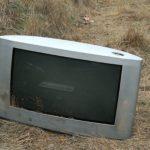 Esta tele estaba en la ribera del río ¿qué os parece?