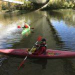 Voluntarios con sus Kayaks a la altura del 4º puente