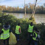 Contemplando su río libre de basura