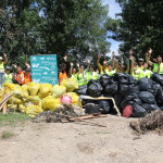 """Nuestros voluntarios celebrando la """"reconquista"""" del Soto de La Sabuquera. en Varea"""