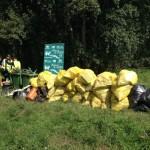 Cada poco hay que trasladar las bolsas de residuos hasta el punto de acopio.